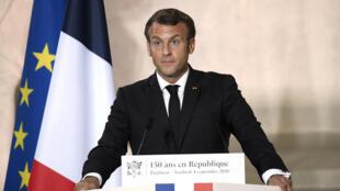 الرئيس الفرنسي إيمانويل ماكرون يلقي كلمة بمناسبة الاحتفال بمرور 150 عاما على إعلان الجمهورية الثالثة، البانتيون (04 سبتمبر 2020)