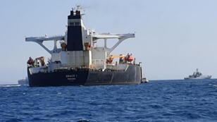 ناقلة النفط العملاقة جريس 1 للاشتباه في أنها تحمل النفط الخام الإيراني إلى سوريا بالقرب من جبل طارق
