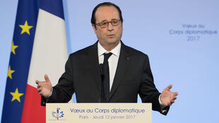 فرانسوا هولاند يلقي خطابا أمام السلك الديبلوماسي في باريس
