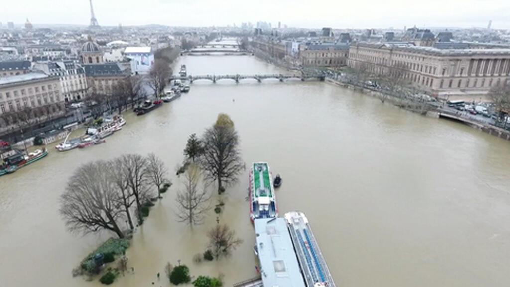 صورة التقطت من طائرة بدون طيار تظهر باريس غارقة في المياه في 25 كانون الثاني- يناير 2018/ المصدر مقر شرطة باريس