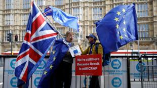 متظاهرتان في بريطانيا ضد البريكسيت