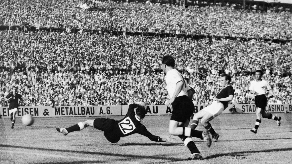 ألمانيا والمجر في مباراة كأس العالم عام 1954