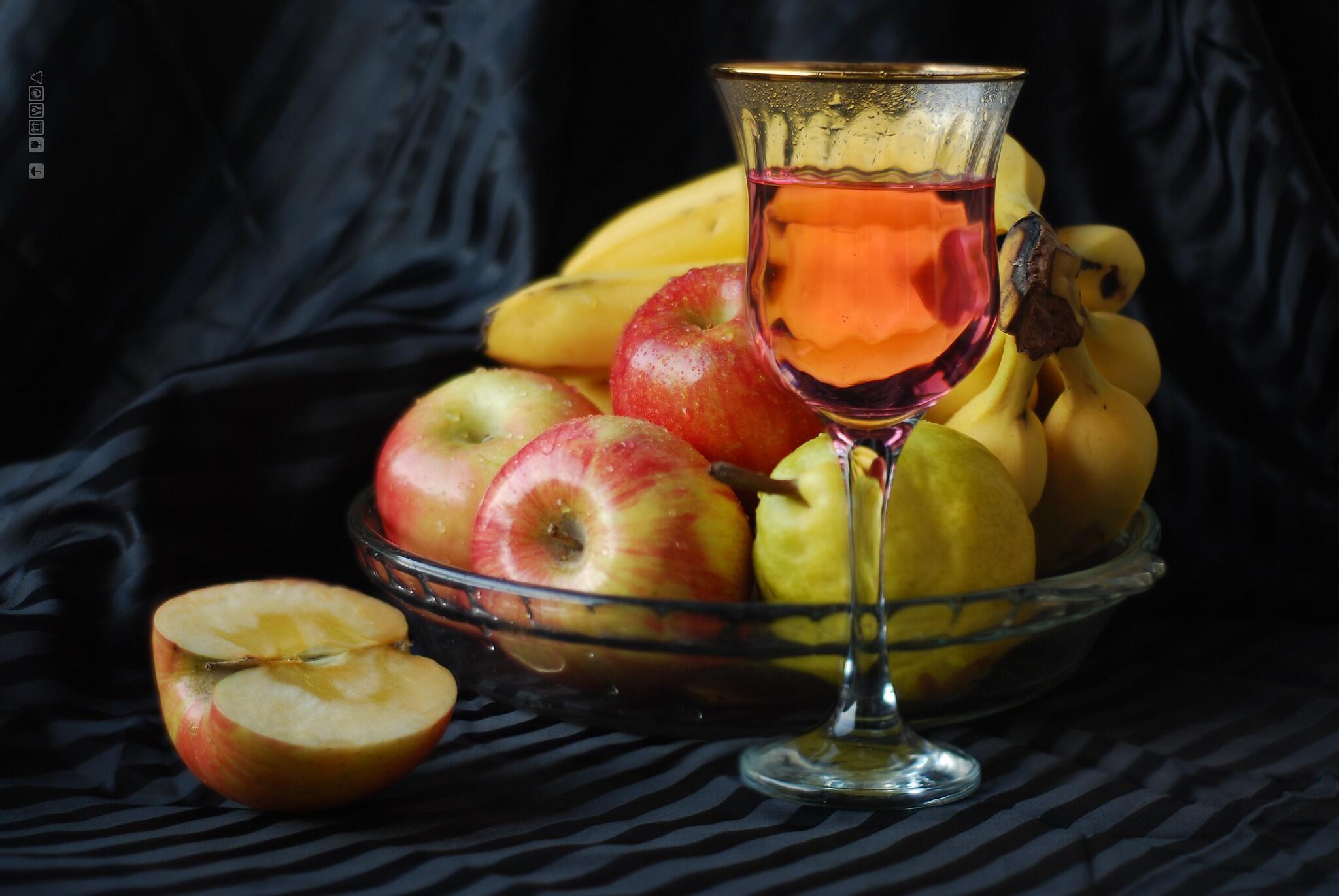 الموز وعصير التفاح وفاكهة التفاح