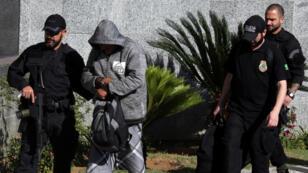 إحدى عمليات اعتقال مروجي المخدرات في البرازيل