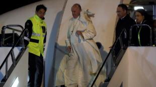 البابا فرنسيس لحظة وصوله الى اليابان