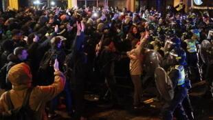 اعتقال 10 أشخاص بعد احتجاجات على مشروع قانون جديد للشرطة في بريستول بإنجلترا
