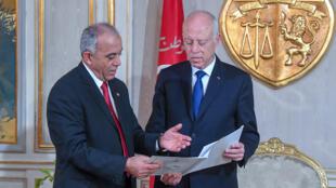 رئيس الحكومة الحبيب الجملي يقدم قائمة أعضاء الحكومة التونسية الجديدة لرئيس الجمهورية قيس سعيّد يوم 2 يناير 2020