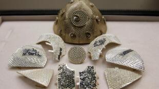 قناع ضد فيروس كورونا من الذهب مرصع بالماس ويصنع حسب الطلب في إسرائيل