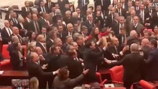 عراك في البرلمان التركي يوم 4 مارس/آذار 2020