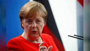 المستشارة الألمانية أنجيلا ميركل تتحدث لوسائل الإعلام في برلين