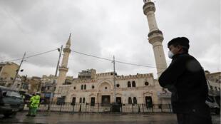 إغلاق المساجد في الأردن