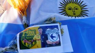 تذكار يحمل صورة اللاعب إيميليانو سالا