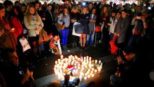 أستراليون يضيئون الشموع في وسط سيدني تضامنا مع ضحايا اعتداء نيس الجمعة 15 تموز 2016