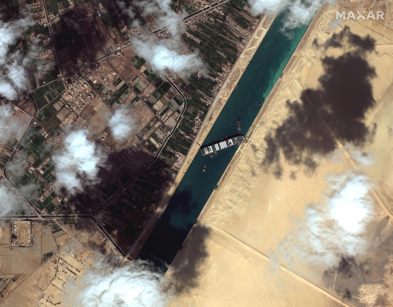 2021-03-27T144750Z_1497666136_RC2QJM9T63O7_RTRMADP_3_EGYPT-SUEZCANAL-SHIP