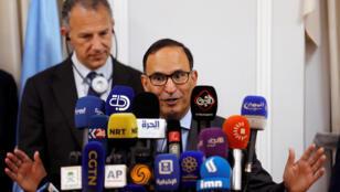 منصور العتيبي، رئيس مجلس الأمن الدولي وسفير الكويت لدى الأمم المتحدة يتحدثان خلال مؤتمر صحفي في بغداد-