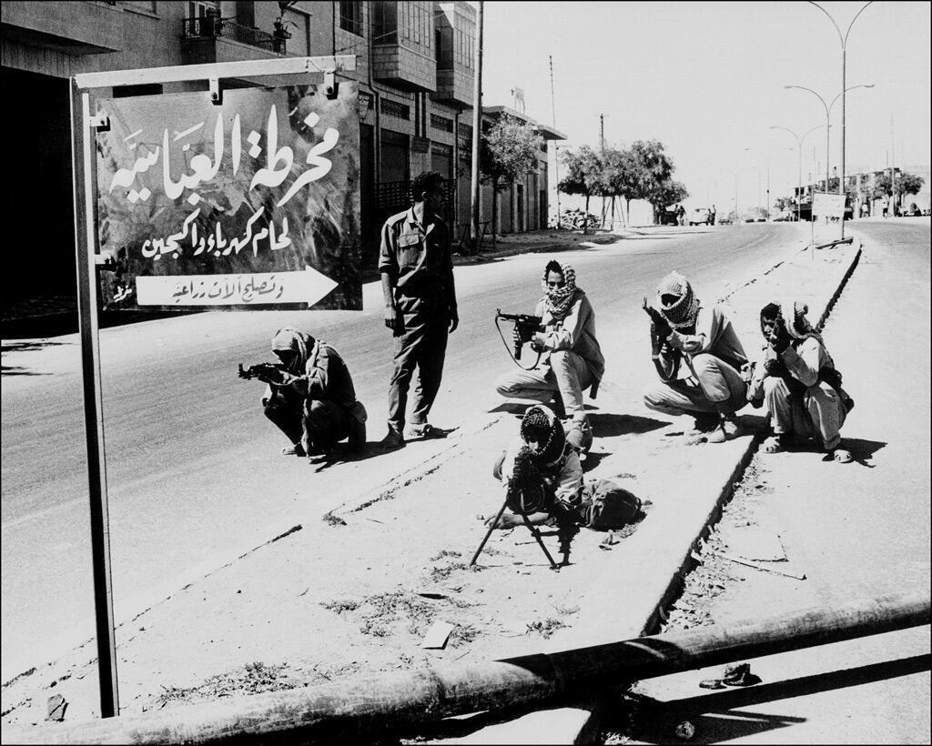 مقاتلون فلسطينيون خلال مواجهات مع الجيش الأردني في العاصمة عمّان في أيلول 1970
