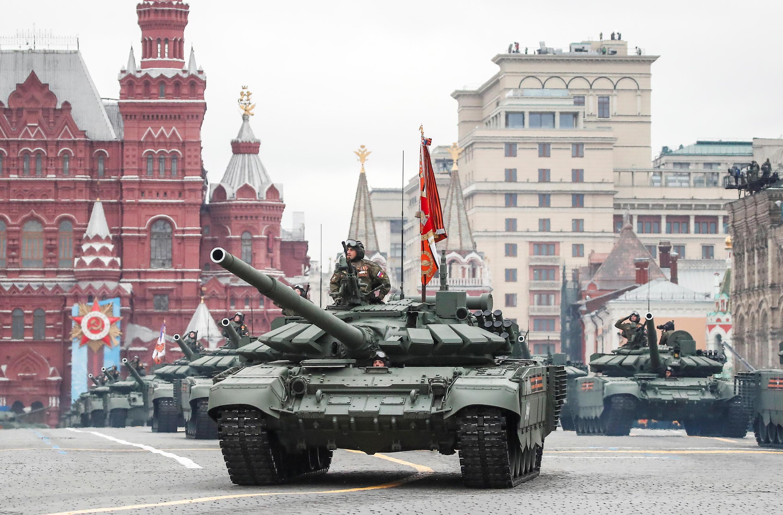 2021-05-09T075246Z_956373835_RC27CN9L95WV_RTRMADP_3_WW2-ANNIVERSARY-RUSSIA-PARADE