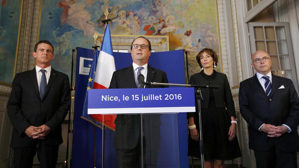 الرئيس الفرنسي يتحدث إلى الصحفيين في نيس  15 تموز  2016 ( رويترز)