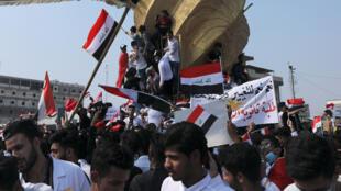 طلبة عراقيون يتظاهرون في مدينة كربلاء يوم 28 أكتوبر 2019