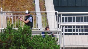 شرطيان في موقع اطلاق النار في ميونيخ 22-07-2016
