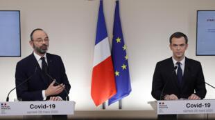 رئيس الحكومة الفرنسي و وزير الصحة خلال ندوة صحفية