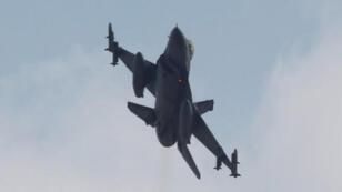 / طائرة مقاتلة تركية من طراز اف-16 تقلع من قاعدة جوية في الجنوب
