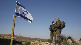 عناصر من الجيش الإسرائيلي قرب الضفة الغربية
