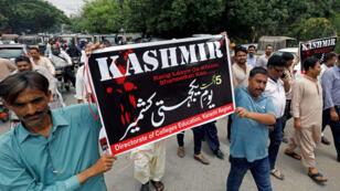 مظاهرة منددة بالإجراءات الهندية في باكستان