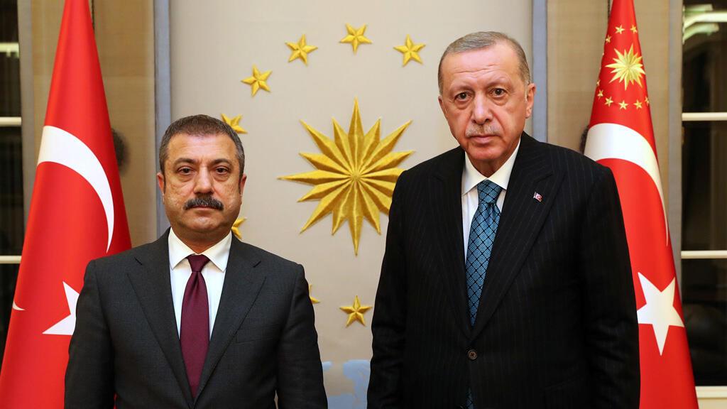 الرئيس التركي رجب طيب إردوغان مع محافظ البنك المركزي