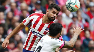 كوستا مهاجم أتليتيكو خلال مباراة بلنسية في الدوري الأسباني يوم السبت 19 أكتوبر 2019