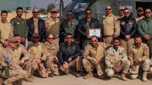 عناصر من قوات الحلف الأطلسي في العراق رفقة عناصر من الجيش العراقي