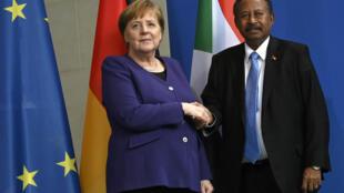 لقاء العاهلة الألمانية أنغيلا ميركل ورئيس وزراء السودان حمدوك في برلين ( 14 فبراير 2020) لإجراء محادثات