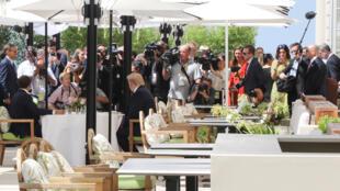الرئيس الأمريكي ترامب يتناول الغداء مع الرئيس الفرنسي ماكرون في فندق دو باليه في بياريتز-
