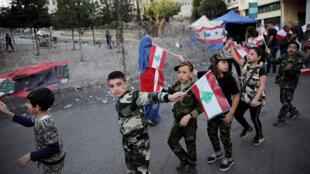 صورة رمزية لمشاركة الأطفال في المظاهرات اللبنانية
