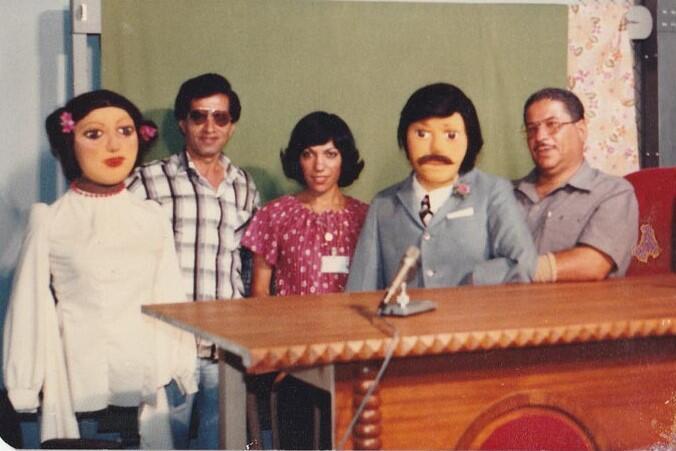 """شخصيات الدمى """"الشاطر"""" و""""بسمة"""" اللذين يتلاعب بهما أنور حيران وطارق الربيعي. الشاطر هو برنامج حواري قدمته هدى عبد الحميد في عام 1972"""