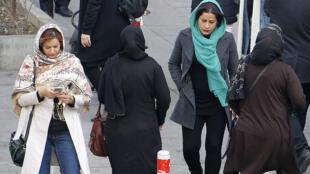 إيرانيات في شوارع طهران يوم 7 فبراير 2018