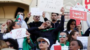 مظاهرات في تونس ضدّ ولاية خامسة لبوتفليقة
