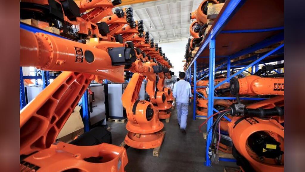 أجهزة إنسان آلي بمصنع في شنغهاي