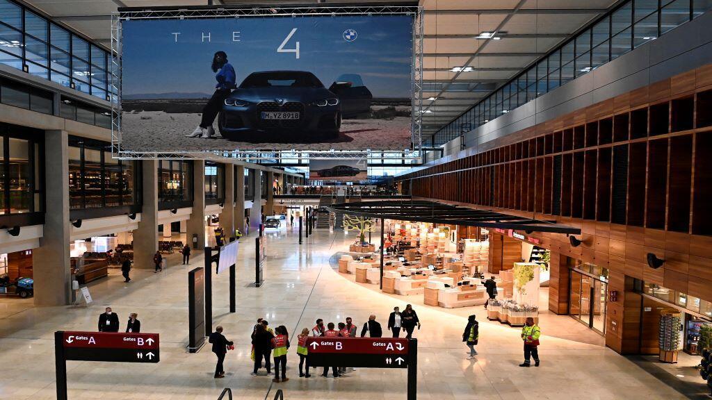 2020-10-31T151711Z_721003113_RC2RTJ9WG1ZA_RTRMADP_3_GERMANY-AIRPORT-BERLIN