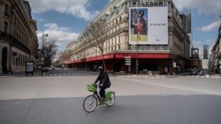 المغازات الكبرى قي شارع هوسمان بباريس خلال الحجر الصحي