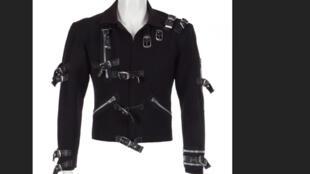 سترة للمغني الراحل مايكل جاكسون ستعرض للبيع في مزاد في نيويورك