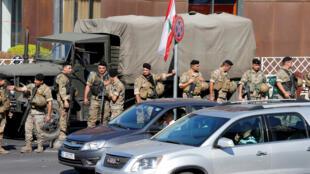 فرقة تابعة للجيش اللبناني منتشرة لمنع اغلاق الطرق