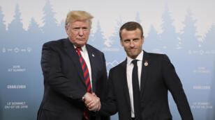 / مصافحة ماكرون لترامب خلال قمة G7