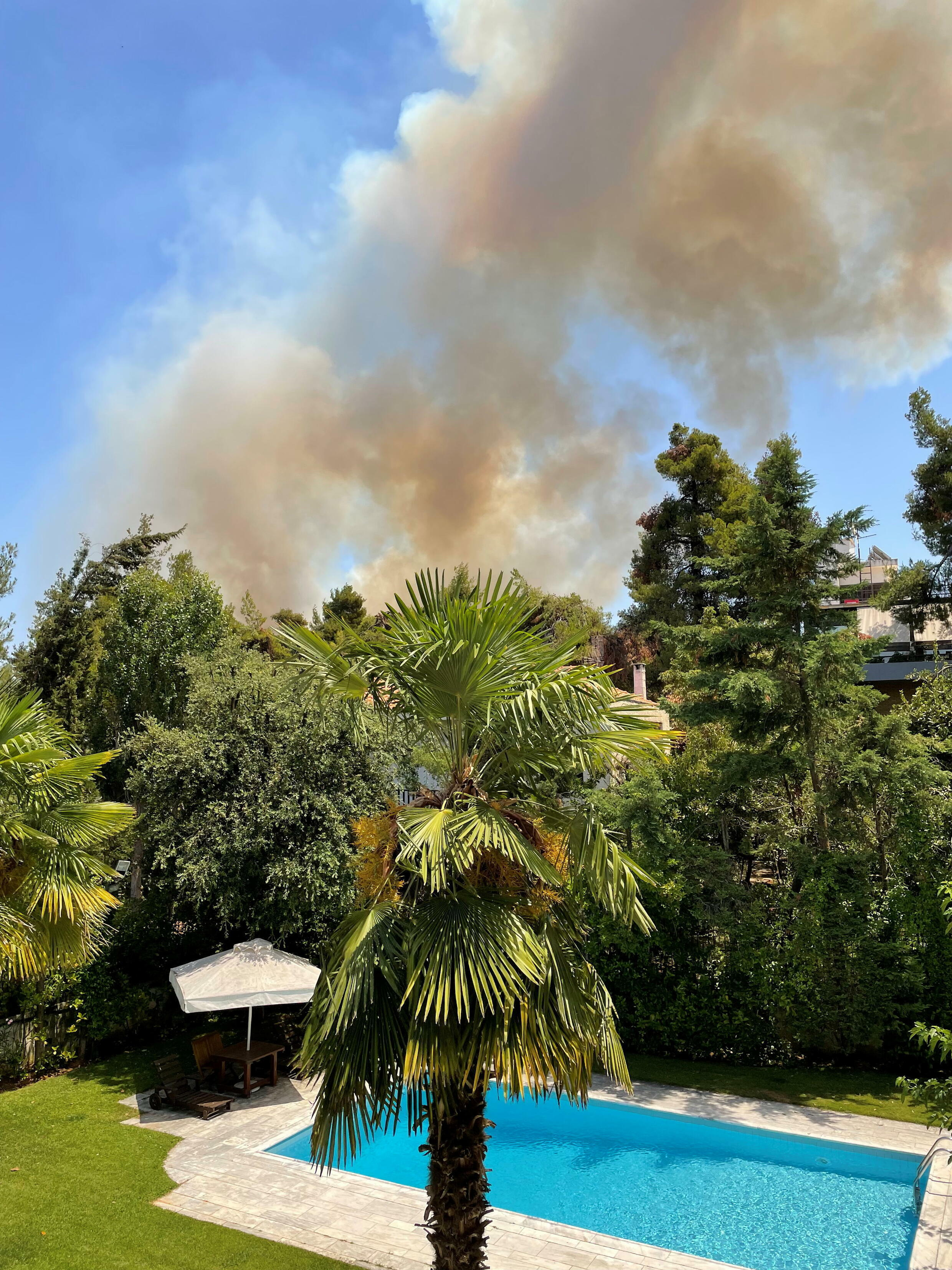 2021-07-27T133010Z_1379317542_RC2YSO9TJR1Y_RTRMADP_3_EUROPE-WEATHER-GREECE-FIRES-UGC