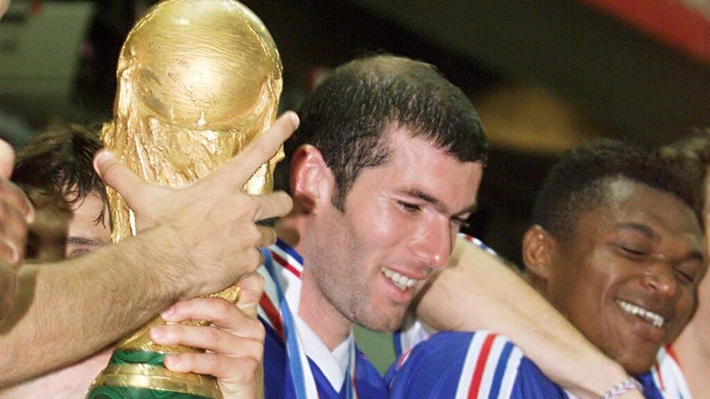 زين الدين زيدان بعد فوز فرنسا بكأس العالم 1998