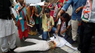 متظاهرون ينددون بجرائم الاغتصاب في الهند