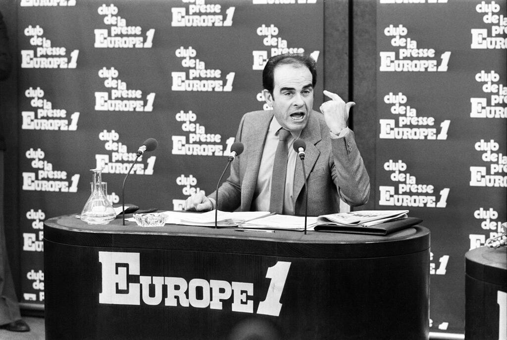 """مارشيه في استديوهات إذاعة """"أوروبا 1"""" مجيباً على أسئلة الصحافيين عام 1980"""