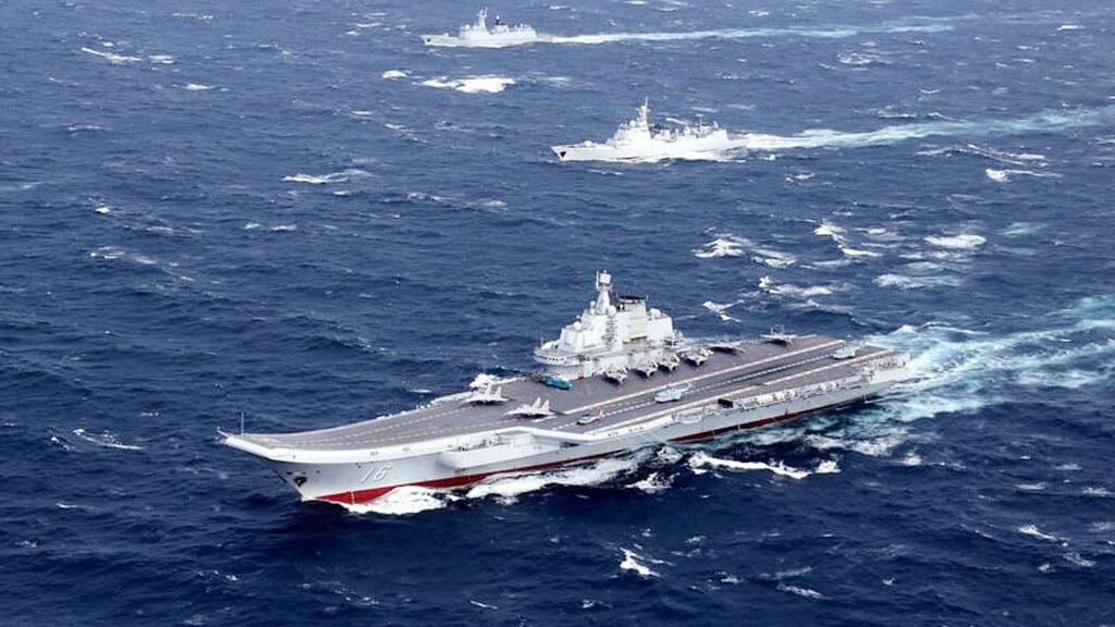 حاملة طائرات صينية تقوم بمناورات في بحر الصين