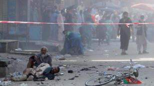 Des-hommes-blessés_-attendant-_l'explosion_-Afghanistan_19-août-2019