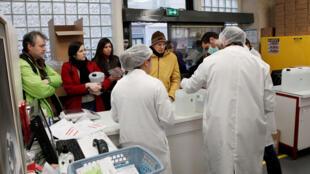 شراء المعقمات لمكافحة فيروس كورونا